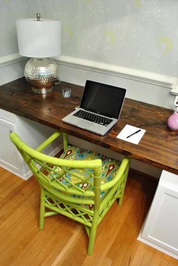 YHL Chair & Desk